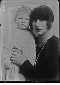 Princess_Helen_of_Greece_and_her_son
